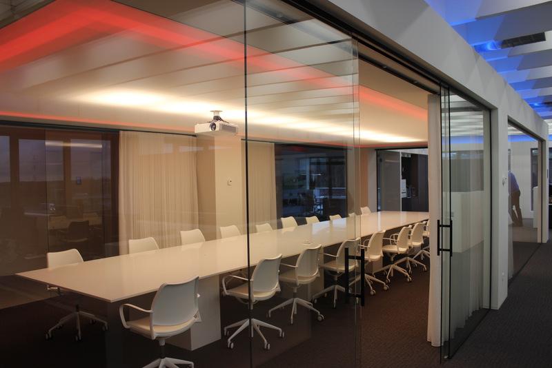 Ledverlichting boven Lichtdoorlatend spanplafond Beckhoff automatisation